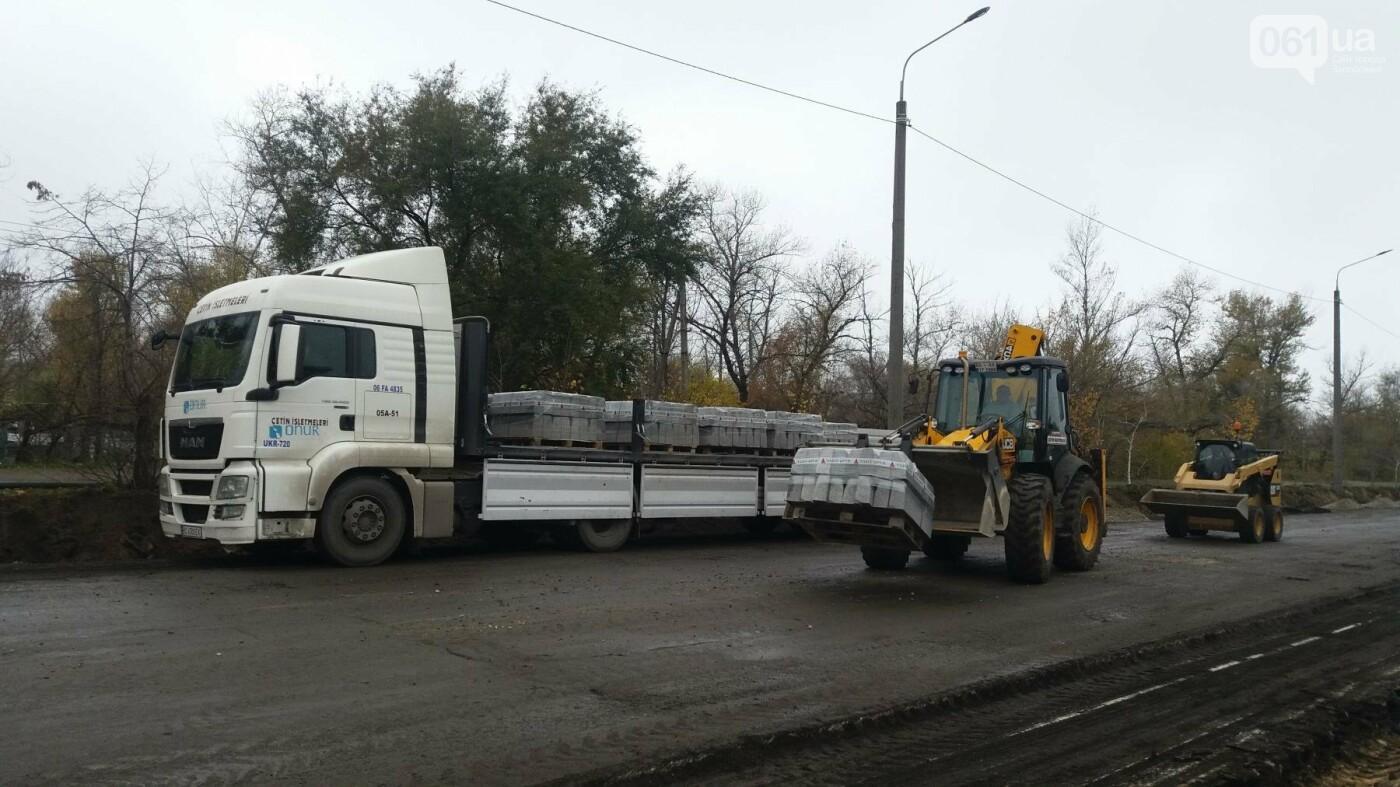 В Запорожье на Набережной открыли движение по отремонтированной дороге: строительные работы продолжаются, — ФОТОРЕПОРТАЖ, фото-11