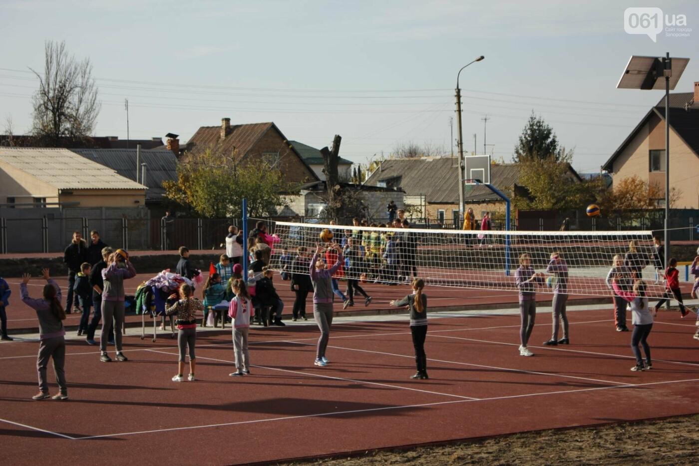 В Бородинском микрорайоне открыли школьный стадион: как это выглядит, - ФОТОРЕПОРТАЖ, фото-19