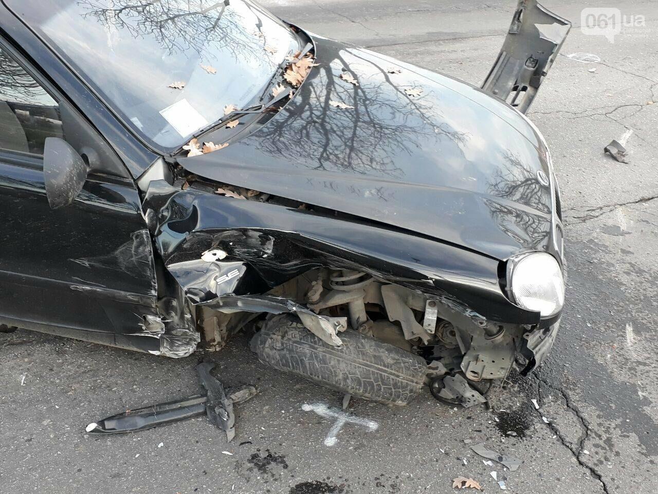 В Запорожье столкнулись два авто: у машин серьезные повреждения - ФОТО, фото-2