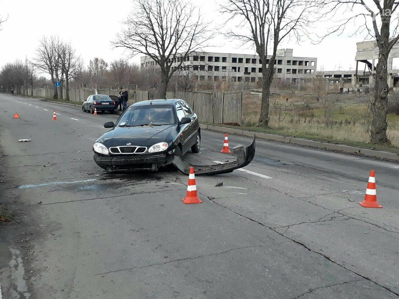 В Запорожье столкнулись два авто: у машин серьезные повреждения - ФОТО, фото-1