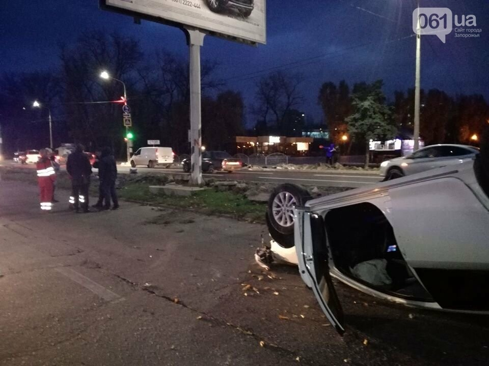 В центре Запорожья столкнулись три авто: Toyota перевернулась, - ФОТО, фото-7
