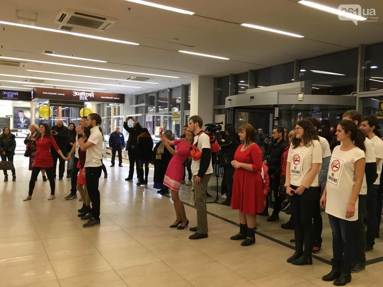 В запорожском торговом центре провели флешмоб против курения, - ФОТО, ВИДЕО, фото-2