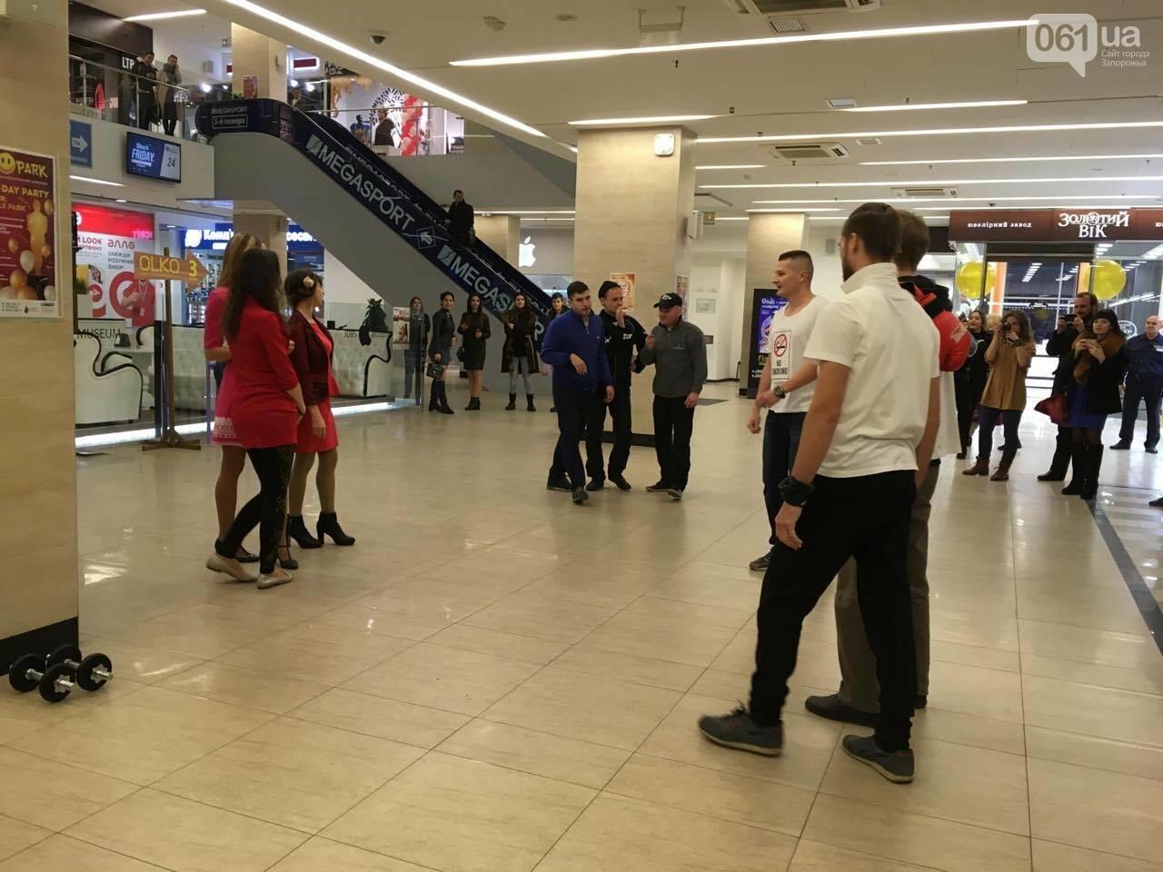 В запорожском торговом центре провели флешмоб против курения, - ФОТО, ВИДЕО, фото-3