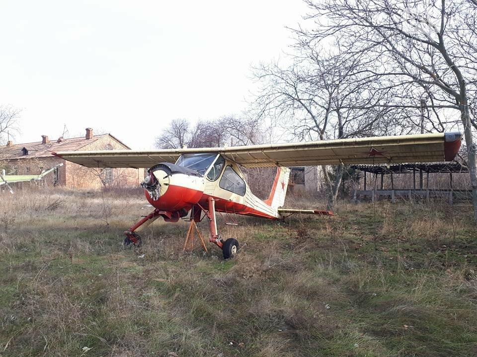 Разбитые самолеты и трава по колено: как сейчас выглядит аэродром в Широком, - ФОТО , фото-18