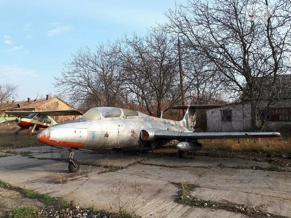 Разбитые самолеты и трава по колено: как сейчас выглядит аэродром в Широком, - ФОТО , фото-17