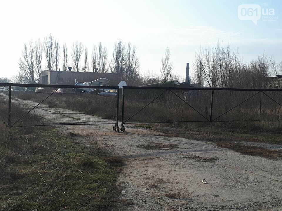Разбитые самолеты и трава по колено: как сейчас выглядит аэродром в Широком, - ФОТО , фото-1