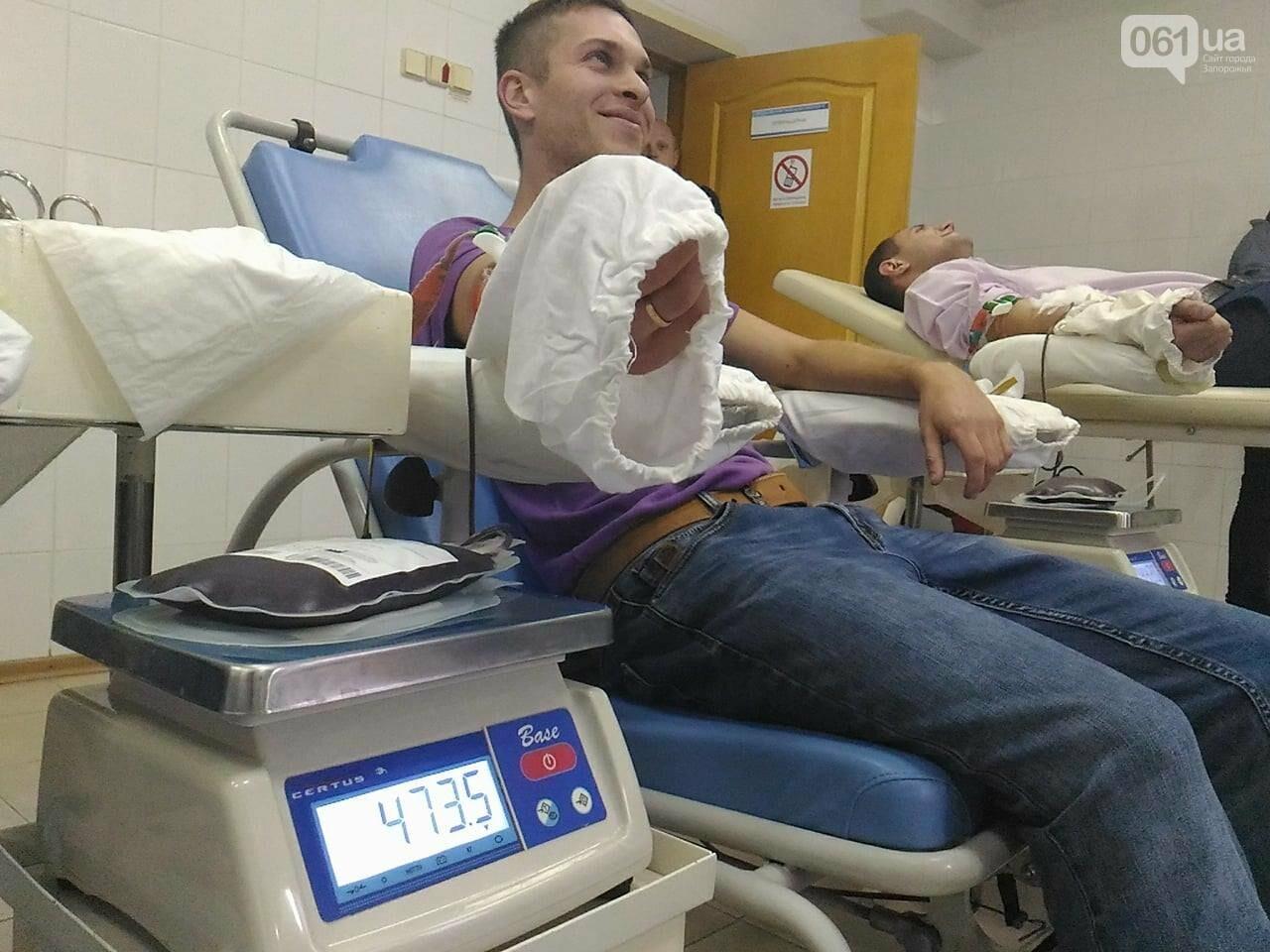 В Запорожье полицейские и спасатели массово сдают кровь: один из доноров - в 147-й раз, - ФОТОРЕПОРТАЖ, фото-1
