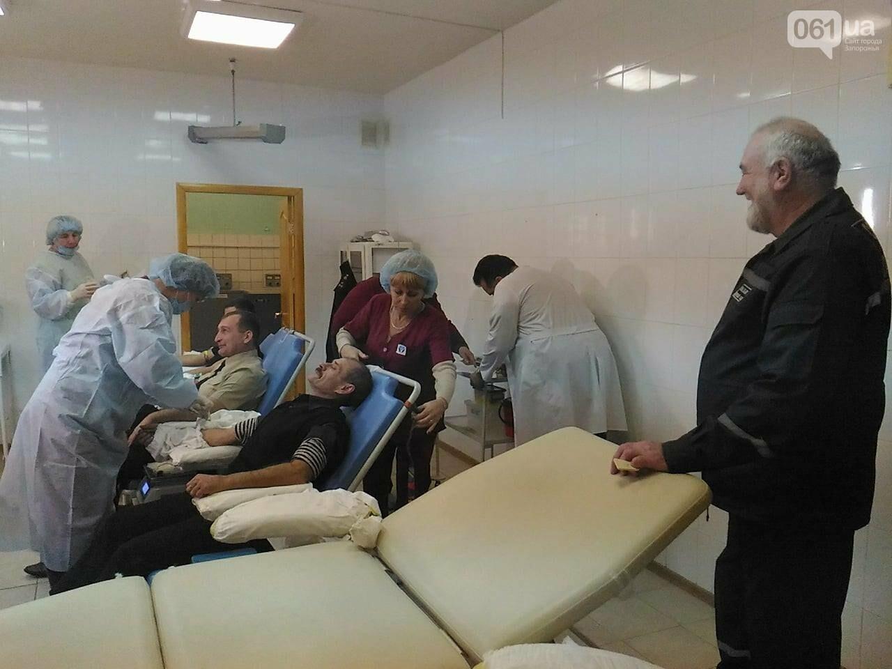 В Запорожье полицейские и спасатели массово сдают кровь: один из доноров - в 147-й раз, - ФОТОРЕПОРТАЖ, фото-9
