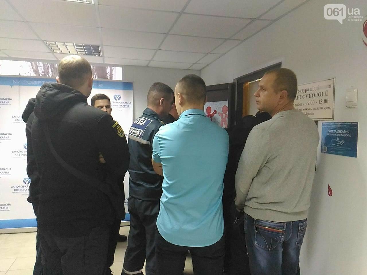 В Запорожье полицейские и спасатели массово сдают кровь: один из доноров - в 147-й раз, - ФОТОРЕПОРТАЖ, фото-7