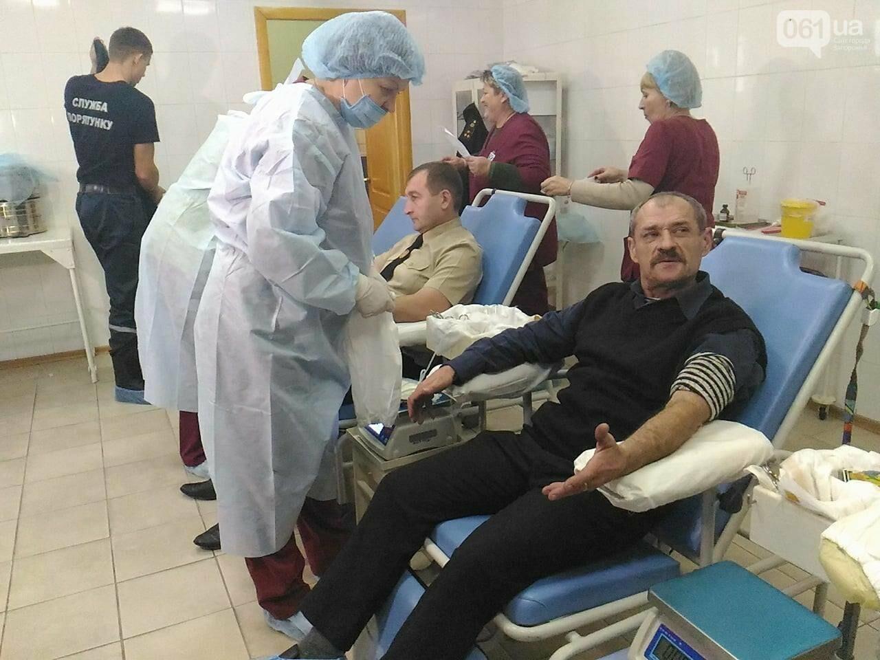 В Запорожье полицейские и спасатели массово сдают кровь: один из доноров - в 147-й раз, - ФОТОРЕПОРТАЖ, фото-8