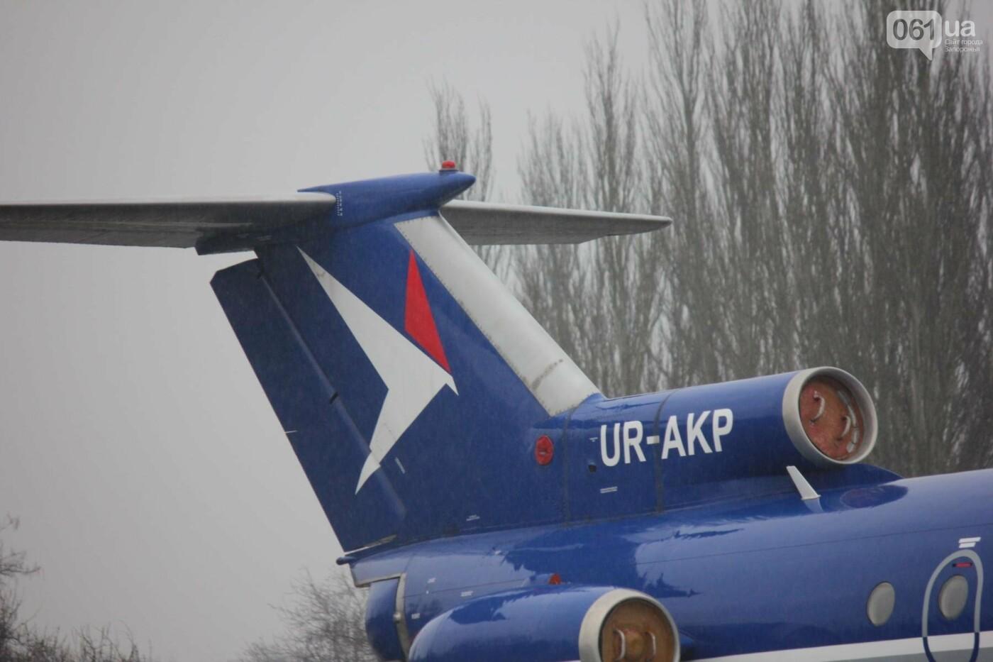 В Запорожье конфискованный самолет ЯК-40 отдали для обучения студентов летной академии, — ФОТОРЕПОРТАЖ, фото-4