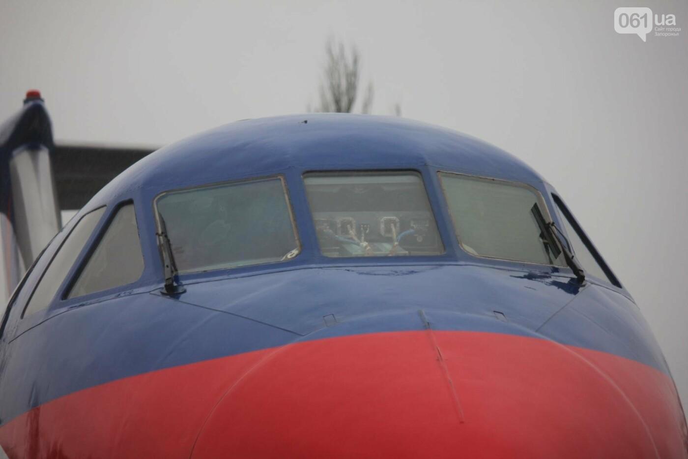 В Запорожье конфискованный самолет ЯК-40 отдали для обучения студентов летной академии, — ФОТОРЕПОРТАЖ, фото-5