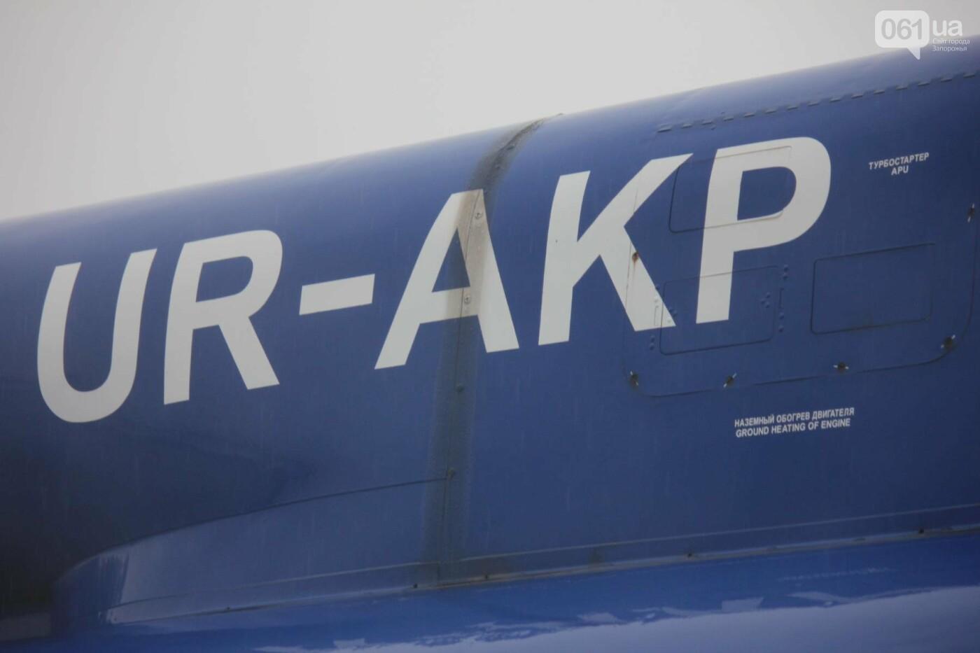В Запорожье конфискованный самолет ЯК-40 отдали для обучения студентов летной академии, — ФОТОРЕПОРТАЖ, фото-8