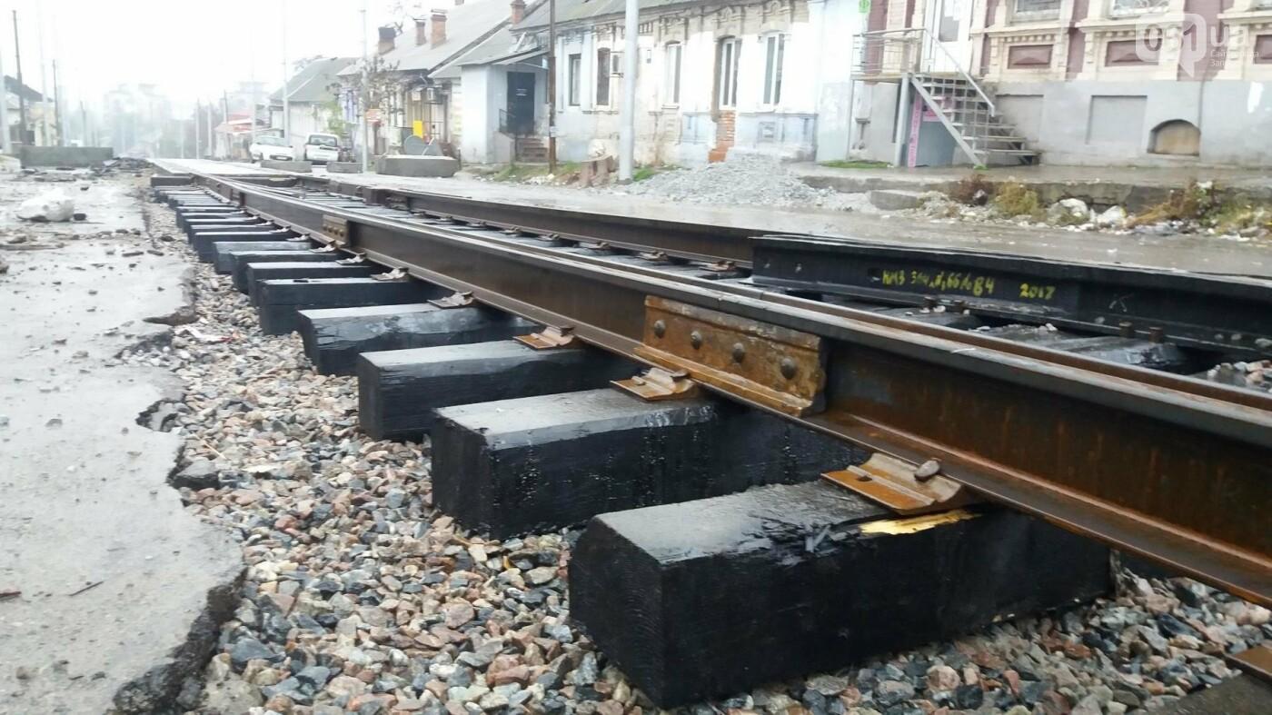 В Запорожье посреди рынка меняют трамвайные пути, – ФОТОРЕПОРТАЖ, фото-1