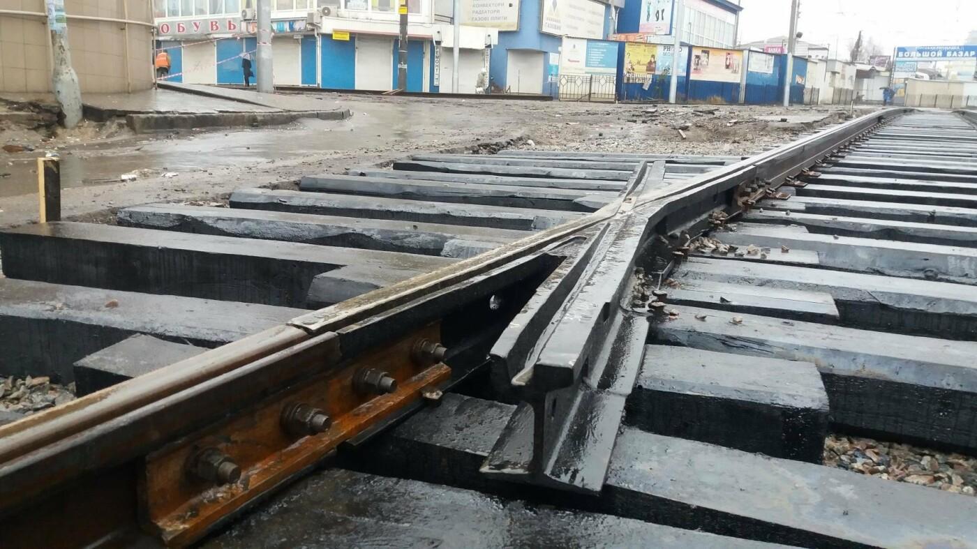 В Запорожье посреди рынка меняют трамвайные пути, – ФОТОРЕПОРТАЖ, фото-2