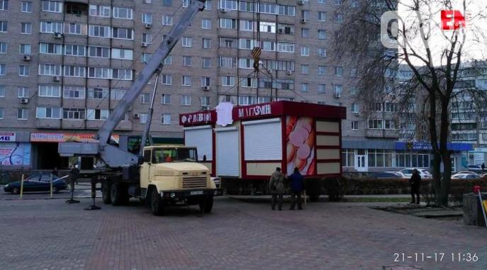 В Запорожской области горожане облили краской МАФ, который установили на пешеходной зоне, - ФОТО, фото-2