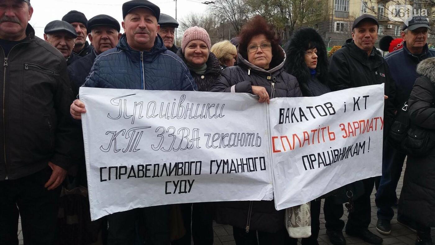 В Запорожье под стенами мэрии митинг: заводчане требуют выплатить им зарплаты и обвиняют адвокатов-депутатов, - ФОТОРЕПОРТАЖ, фото-3