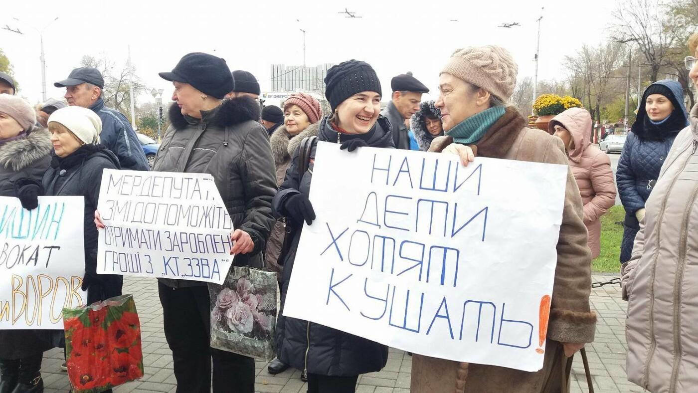 В Запорожье под стенами мэрии митинг: заводчане требуют выплатить им зарплаты и обвиняют адвокатов-депутатов, - ФОТОРЕПОРТАЖ, фото-7