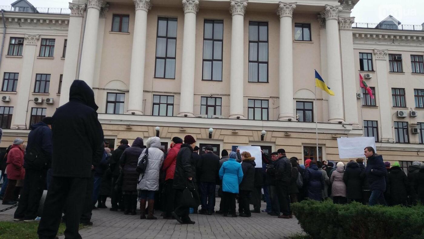 В Запорожье под стенами мэрии митинг: заводчане требуют выплатить им зарплаты и обвиняют адвокатов-депутатов, - ФОТОРЕПОРТАЖ, фото-2