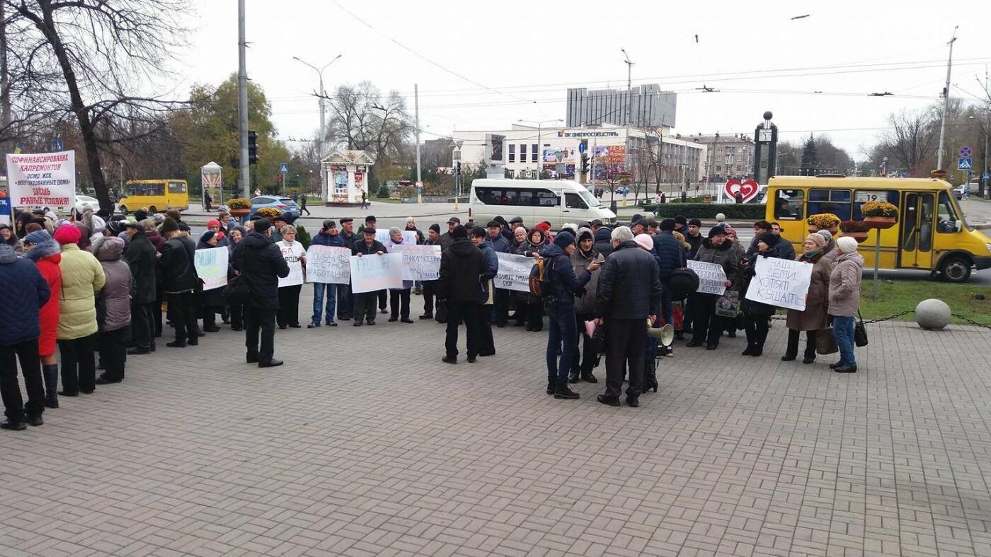 В Запорожье под стенами мэрии митинг: заводчане требуют выплатить им зарплаты и обвиняют адвокатов-депутатов, - ФОТОРЕПОРТАЖ, фото-8