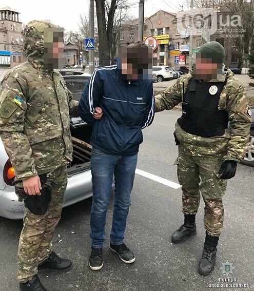 В Запорожье задержали парня, укравшего за утро 10 люков, - ФОТО, фото-3