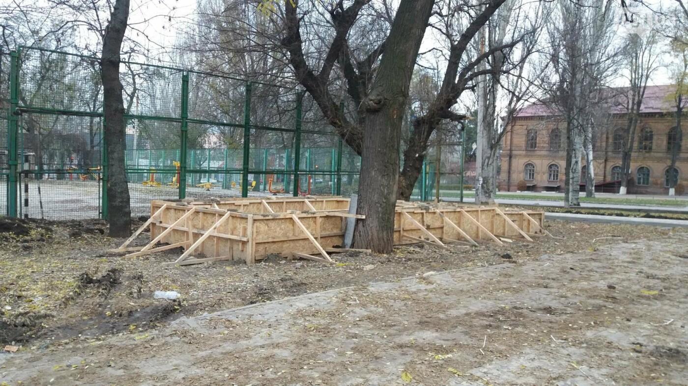 В Запорожье подрядчики разрушили бетономешалкой уже отремонтированный тротуар, – ФОТОРЕПОРТАЖ, фото-2