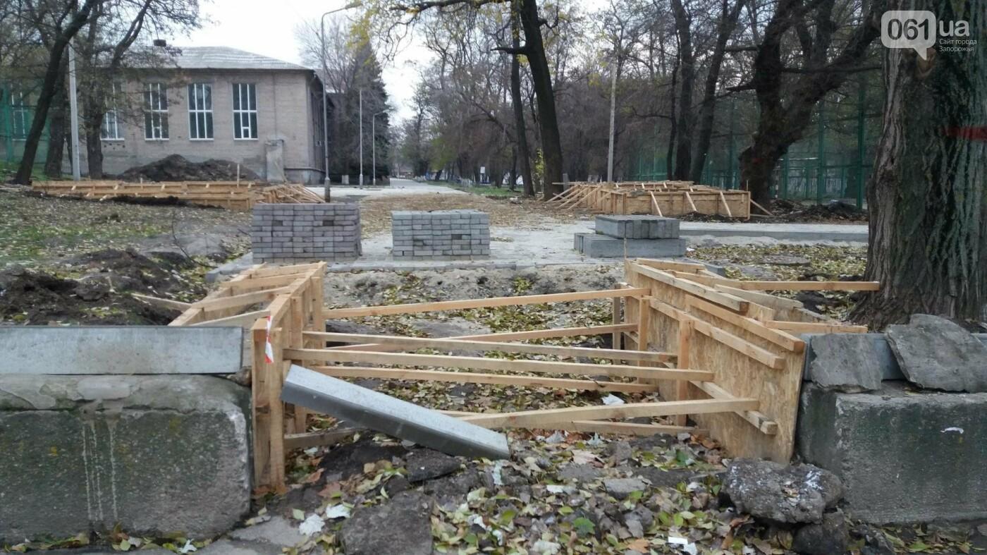 В Запорожье подрядчики разрушили бетономешалкой уже отремонтированный тротуар, – ФОТОРЕПОРТАЖ, фото-1