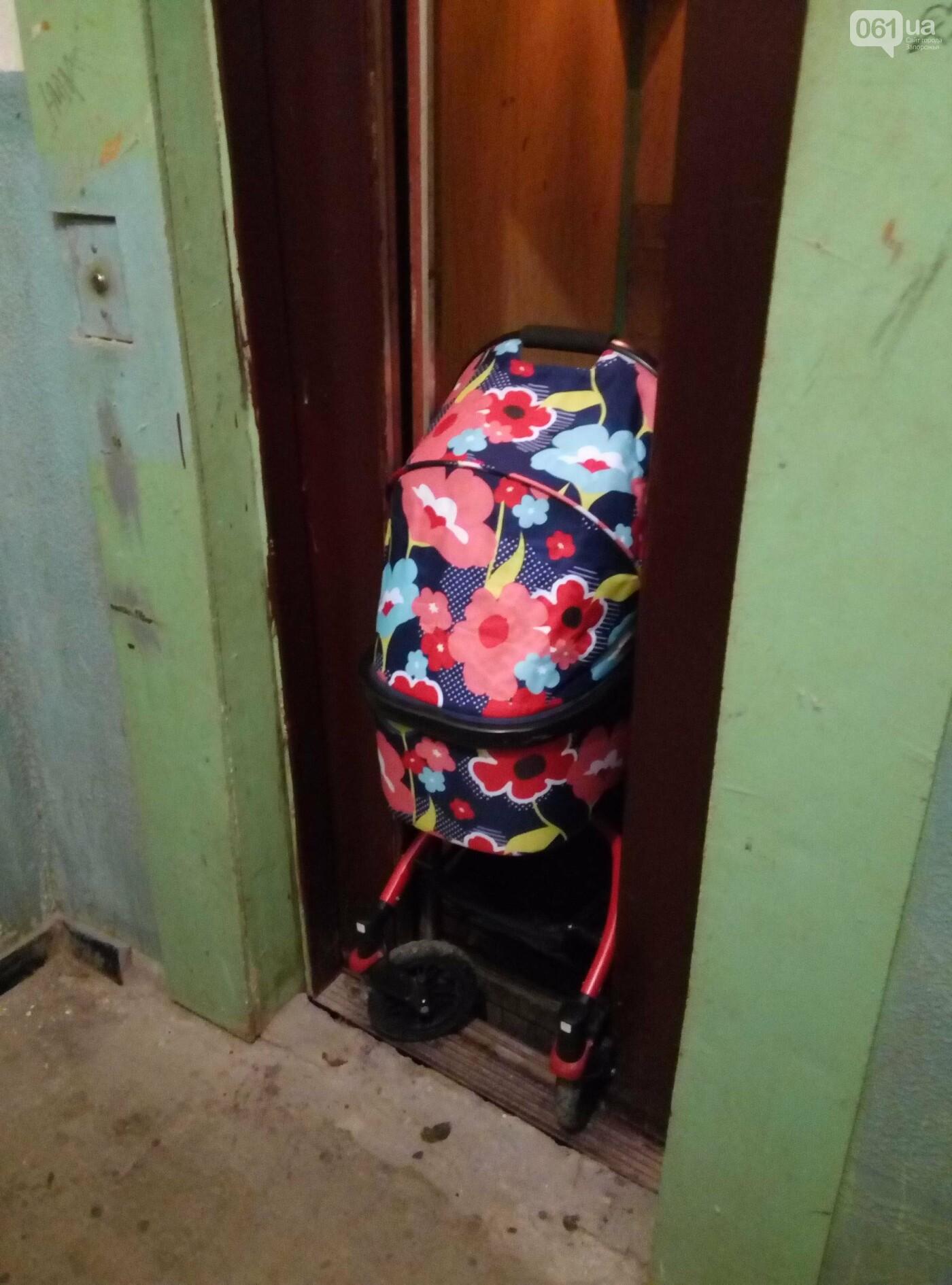 В Запорожье дверьми неисправного лифта зажало коляску с ребенком, - ФОТО , фото-2