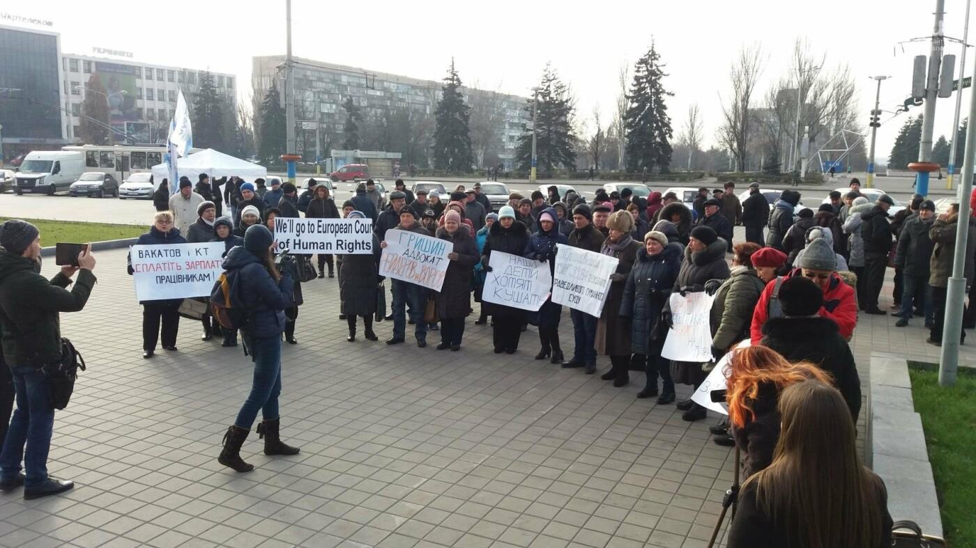 Работники запорожского завода, которым задолжали более 10 миллионов гривен, вышли на третий за неделю митинг, — ФОТОРЕПОРТАЖ, фото-5