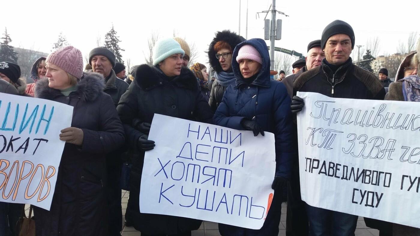 Работники запорожского завода, которым задолжали более 10 миллионов гривен, вышли на третий за неделю митинг, — ФОТОРЕПОРТАЖ, фото-3
