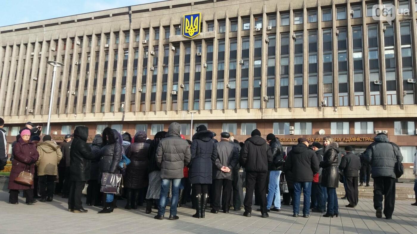 Работники запорожского завода, которым задолжали более 10 миллионов гривен, вышли на третий за неделю митинг, — ФОТОРЕПОРТАЖ, фото-11