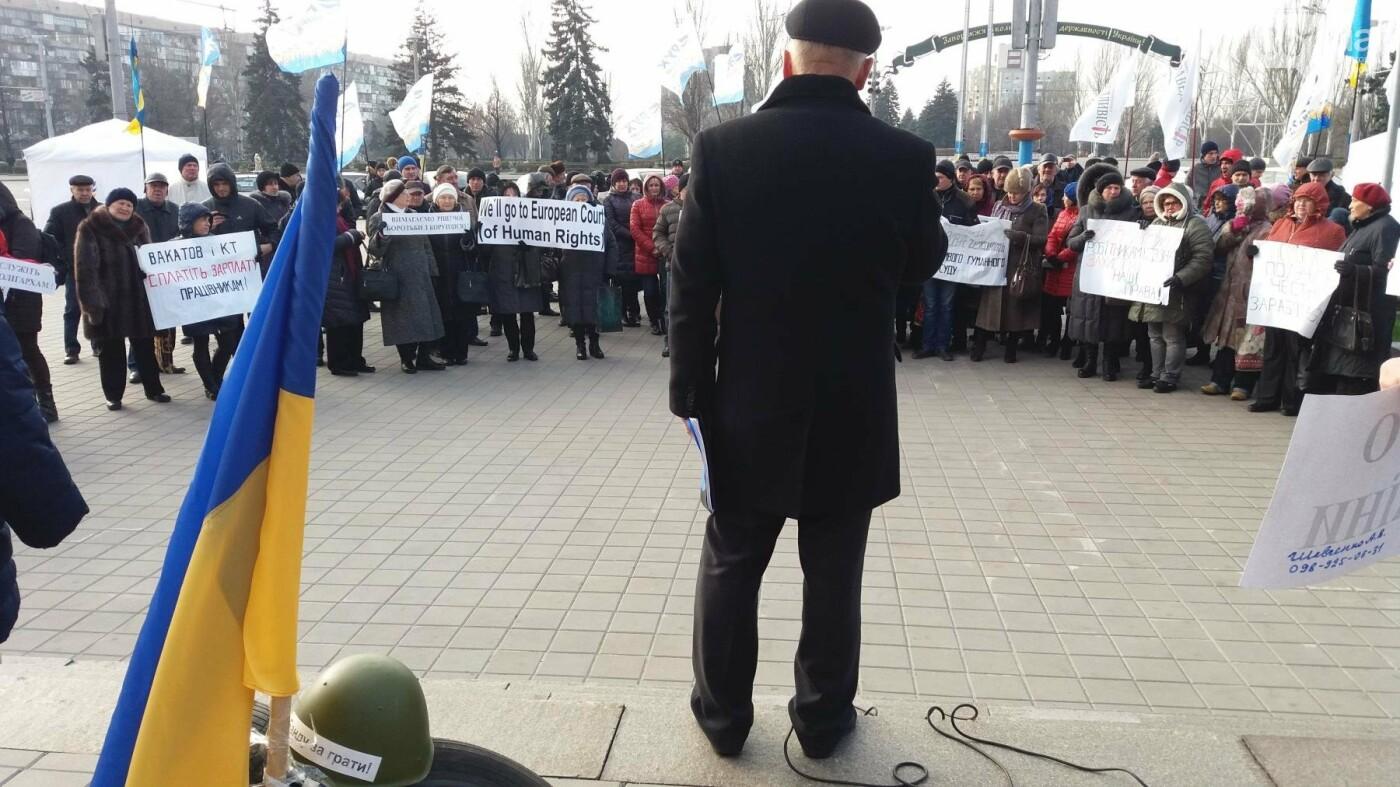 Работники запорожского завода, которым задолжали более 10 миллионов гривен, вышли на третий за неделю митинг, — ФОТОРЕПОРТАЖ, фото-10