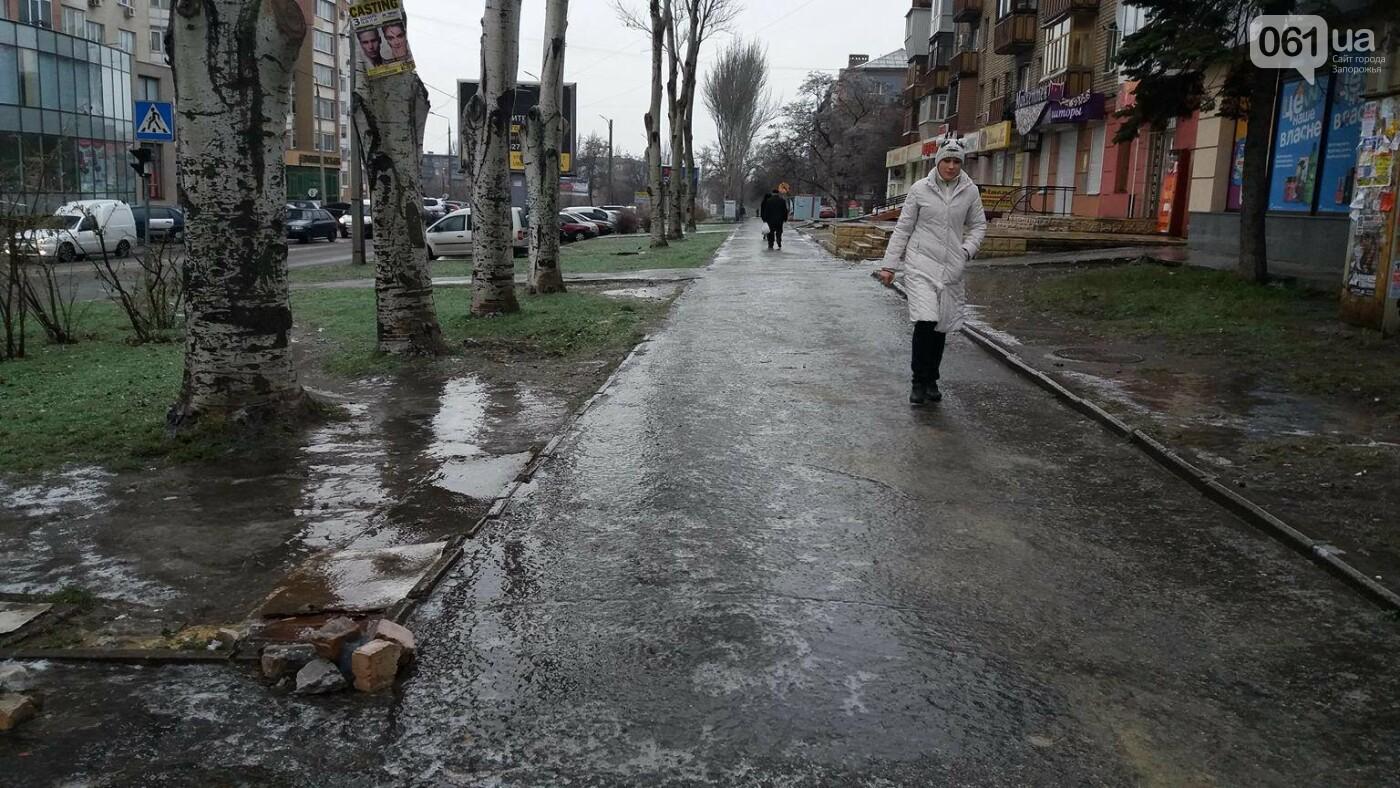 В Запорожье — гололед: машины стоят в пробках, а коммунальщики посыпают тротуары, — ФОТО, ВИДЕО (обновляется), фото-5