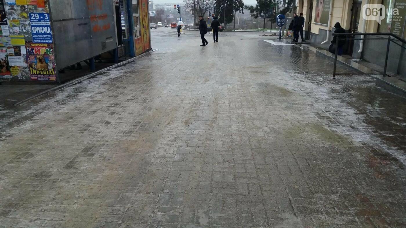 В Запорожье — гололед: машины стоят в пробках, а коммунальщики посыпают тротуары, — ФОТО, ВИДЕО (обновляется), фото-9