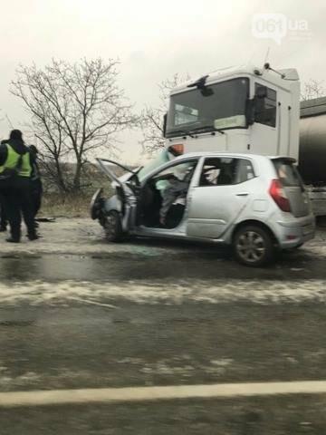 На запорожской трассе из-за гололеда произошло смертельное ДТП: погибли двое людей — ФОТО +18 (обновлено), фото-2