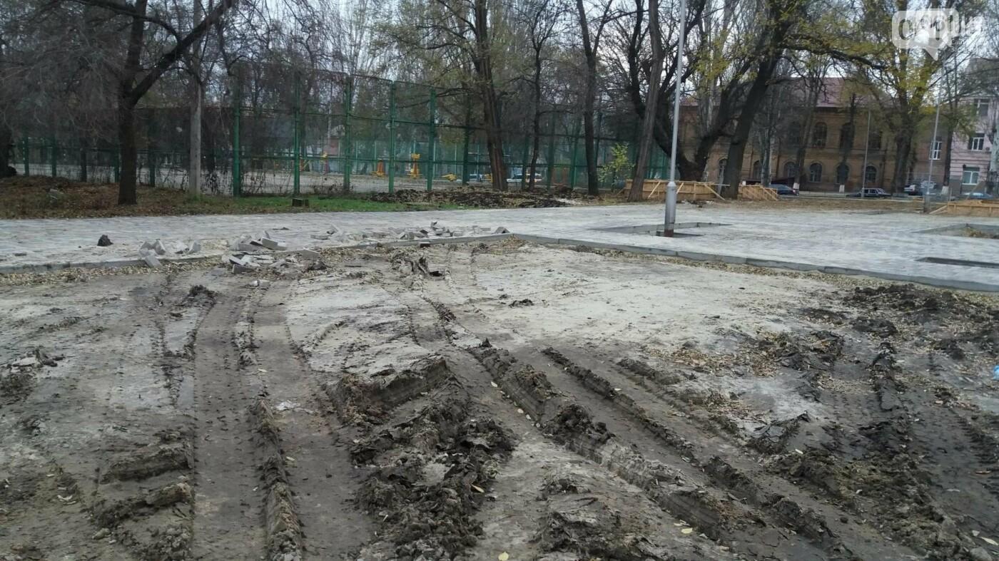 После скандала в СМИ подрядчики восстановили разрушенный бетономешалкой плиточный тротуар, — ФОТОРЕПОРТАЖ, фото-1