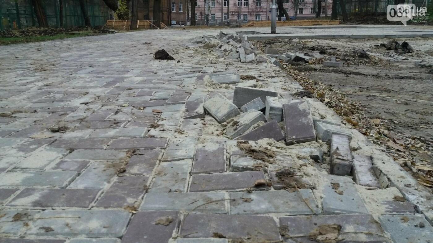 После скандала в СМИ подрядчики восстановили разрушенный бетономешалкой плиточный тротуар, — ФОТОРЕПОРТАЖ, фото-3
