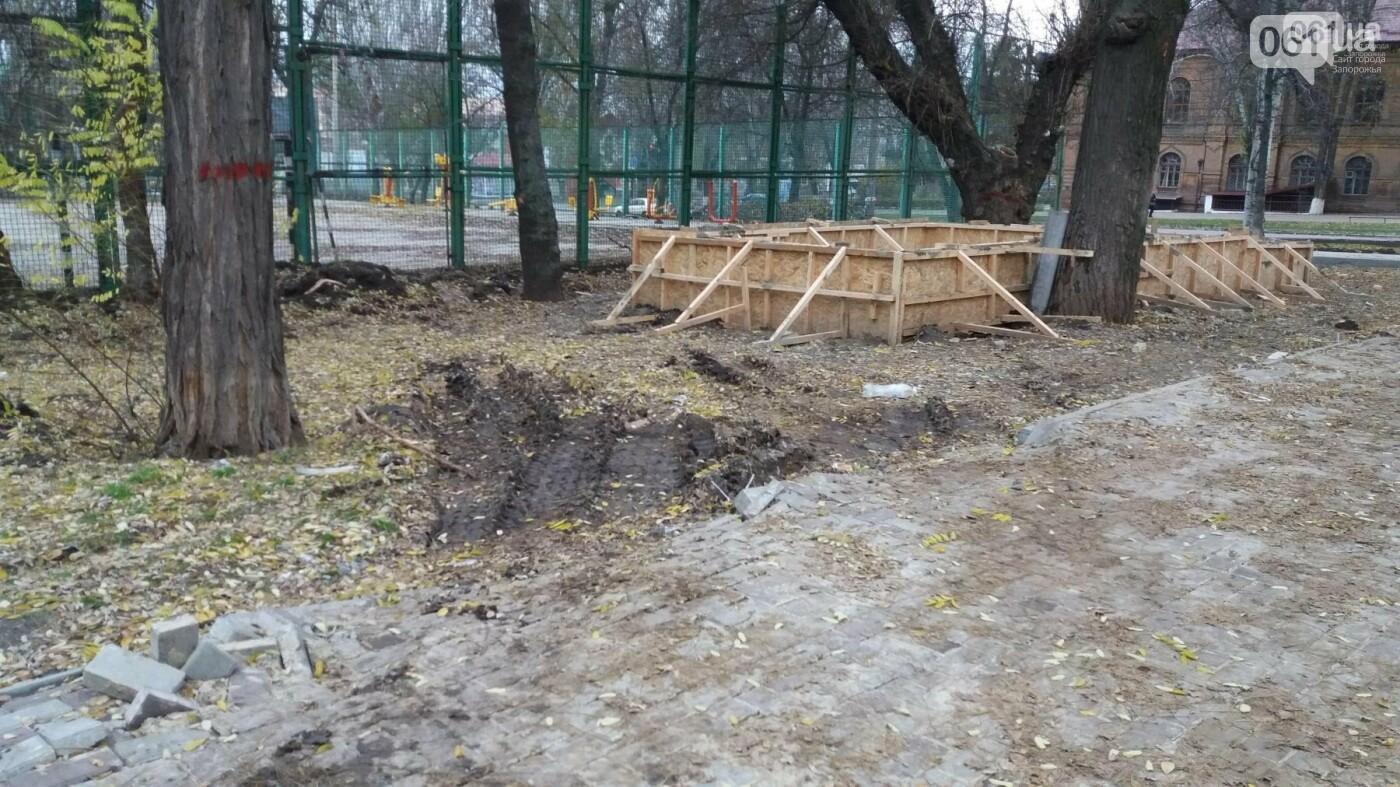 После скандала в СМИ подрядчики восстановили разрушенный бетономешалкой плиточный тротуар, — ФОТОРЕПОРТАЖ, фото-4