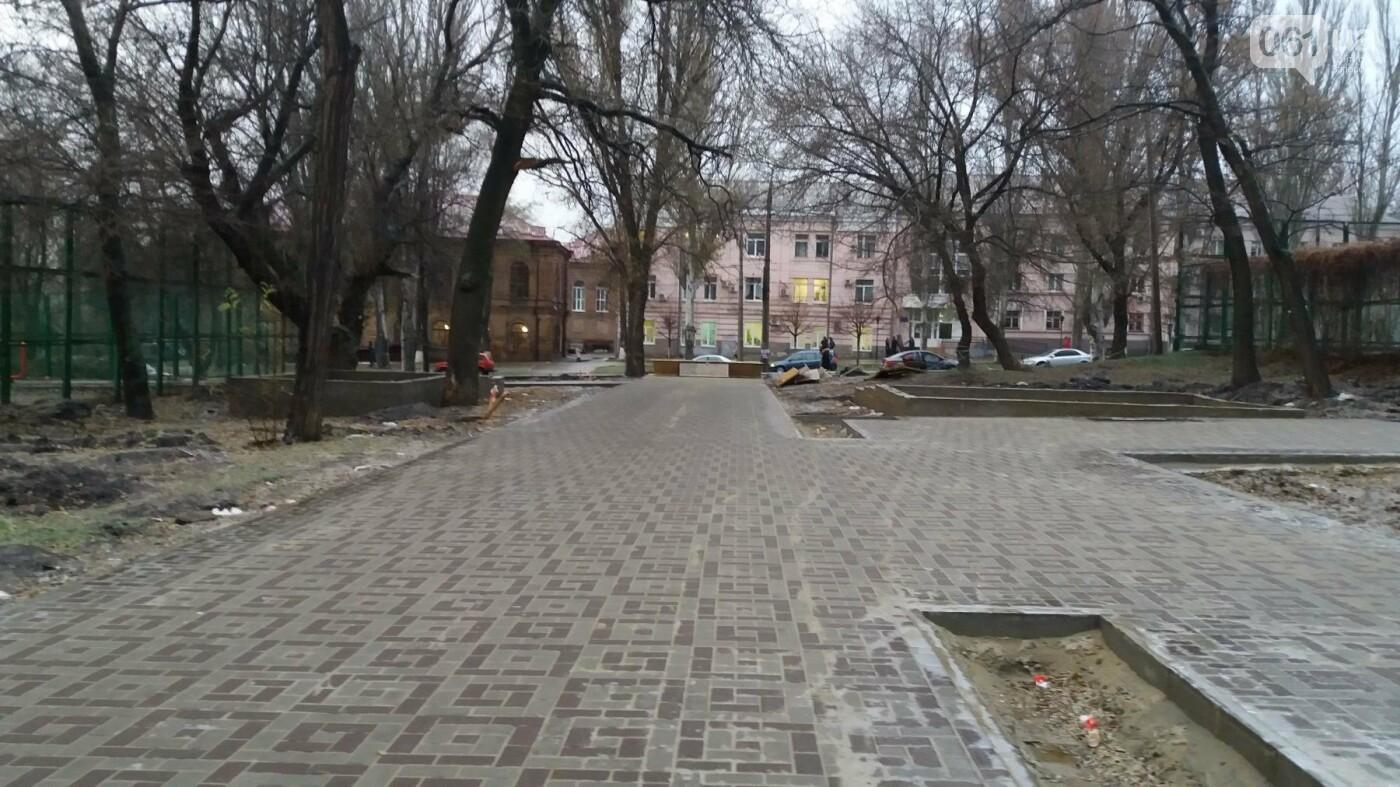 После скандала в СМИ подрядчики восстановили разрушенный бетономешалкой плиточный тротуар, — ФОТОРЕПОРТАЖ, фото-13
