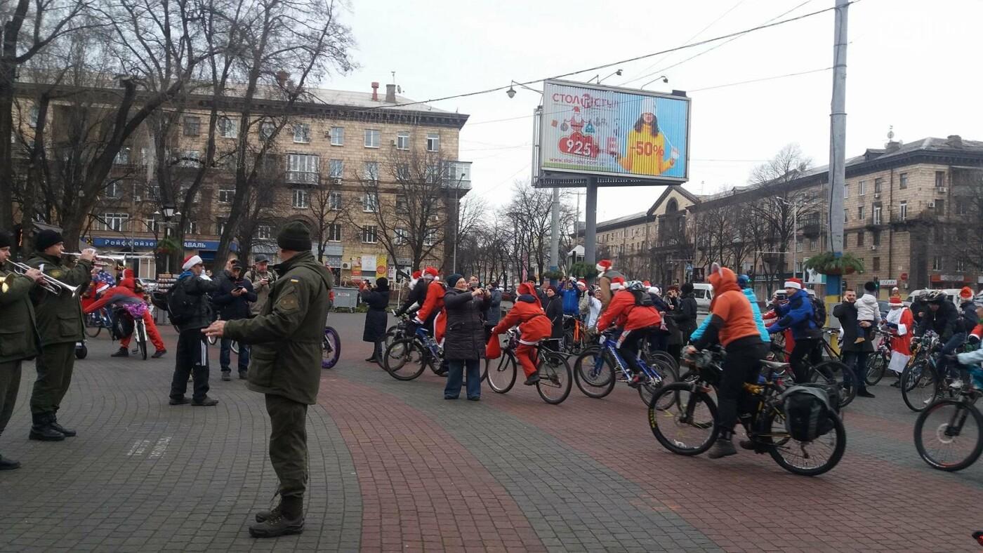 «Дед Мороз рулит!»: запорожские велосипедисты устроили новогодний велопробег, – ФОТОРЕПОРТАЖ, фото-13