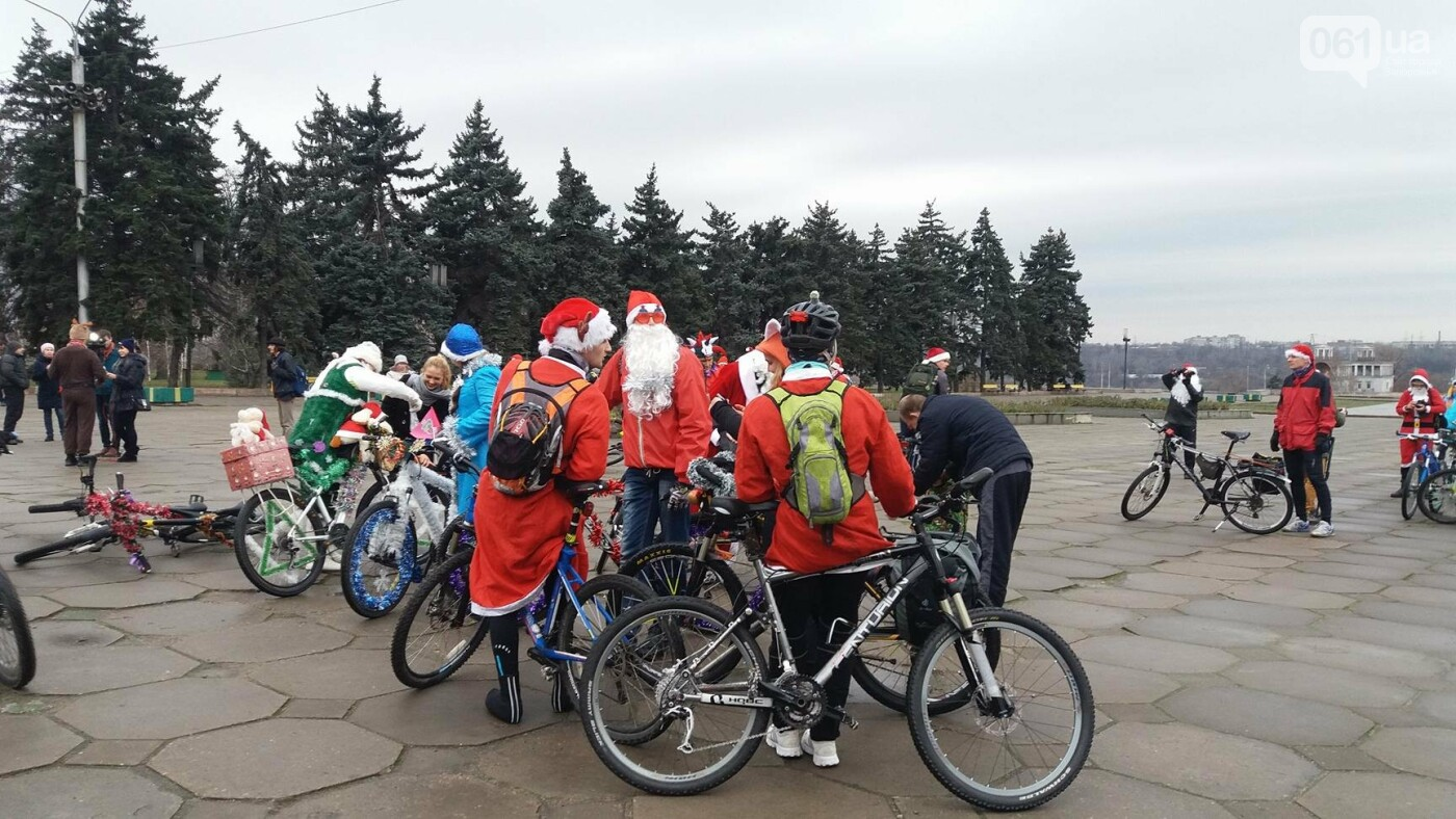 «Дед Мороз рулит!»: запорожские велосипедисты устроили новогодний велопробег, – ФОТОРЕПОРТАЖ, фото-3