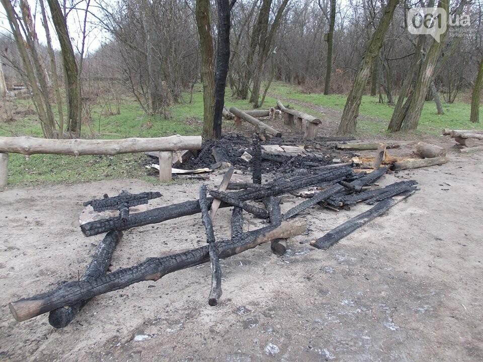 В Запорожье на Хортице сожгли торговый лоток родноверов, — ФОТО, фото-1