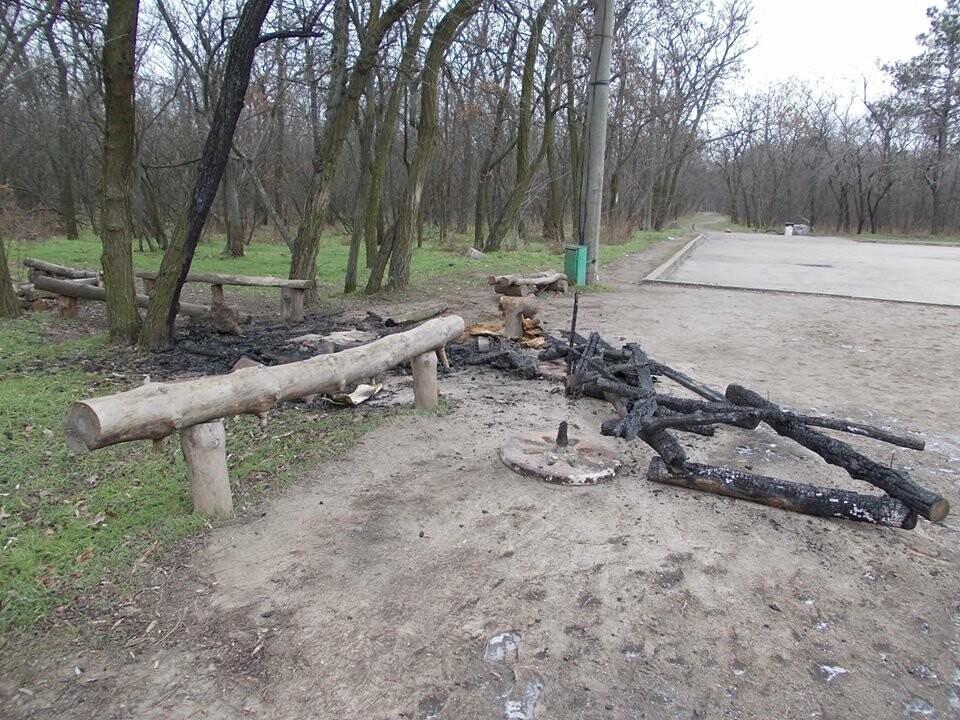 В Запорожье на Хортице сожгли торговый лоток родноверов, — ФОТО, фото-3