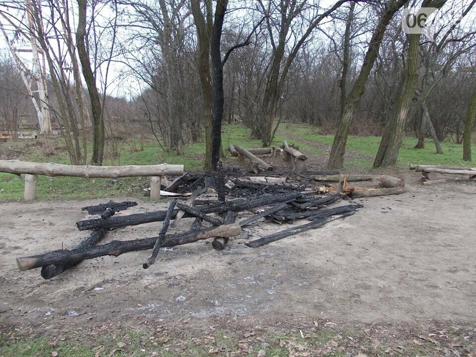 В Запорожье на Хортице сожгли торговый лоток родноверов, — ФОТО, фото-5