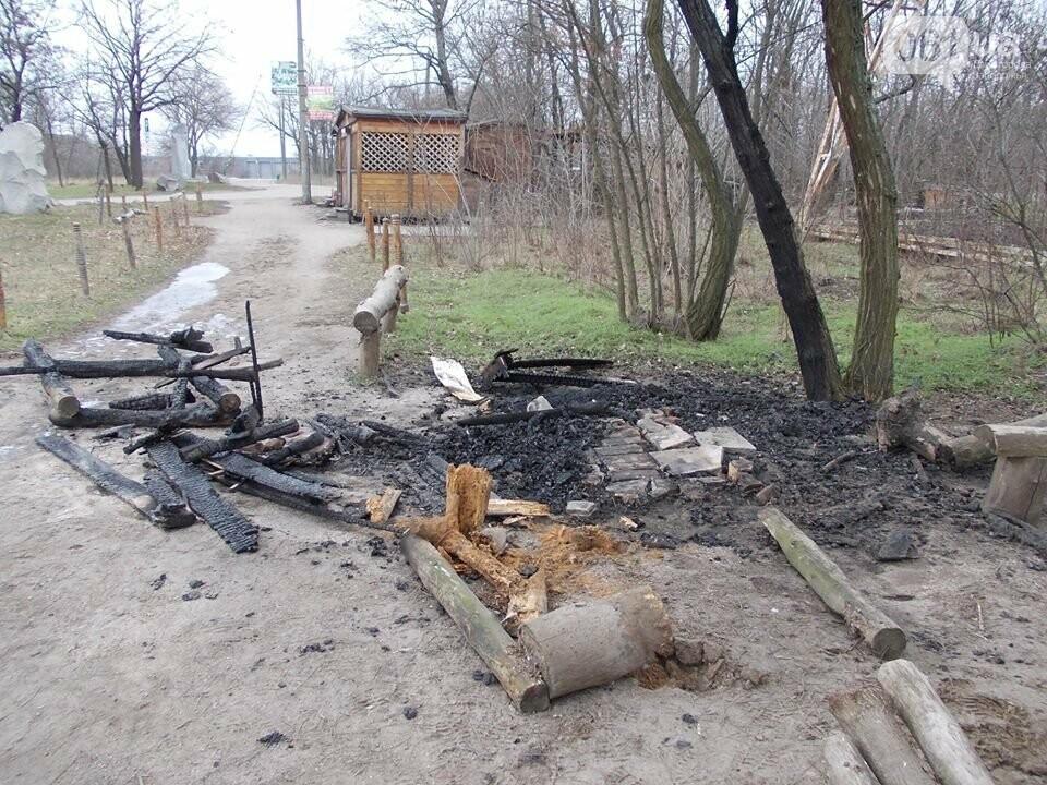 В Запорожье на Хортице сожгли торговый лоток родноверов, — ФОТО, фото-4