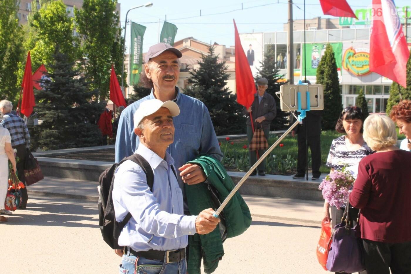 Запорожские коммунисты с красными флагами провели митинг к 1 мая: к «вечному огню» на Свободы пришли полсотни людей, – ФОТОРЕПОРТАЖ, фото-4