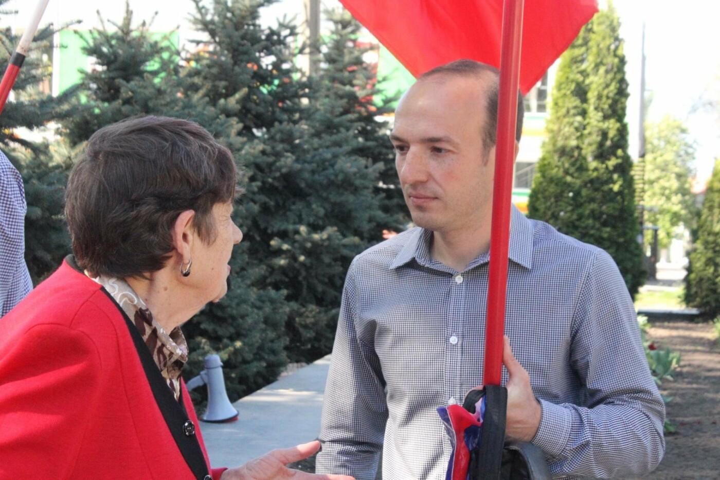 Запорожские коммунисты с красными флагами провели митинг к 1 мая: к «вечному огню» на Свободы пришли полсотни людей, – ФОТОРЕПОРТАЖ, фото-11