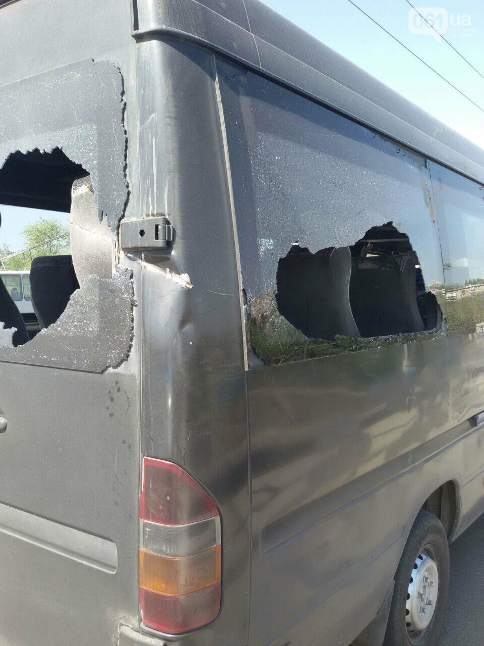 В Запорожье токоприемник троллейбуса упал и разбил стекла в маршрутке, - ФОТО, фото-2