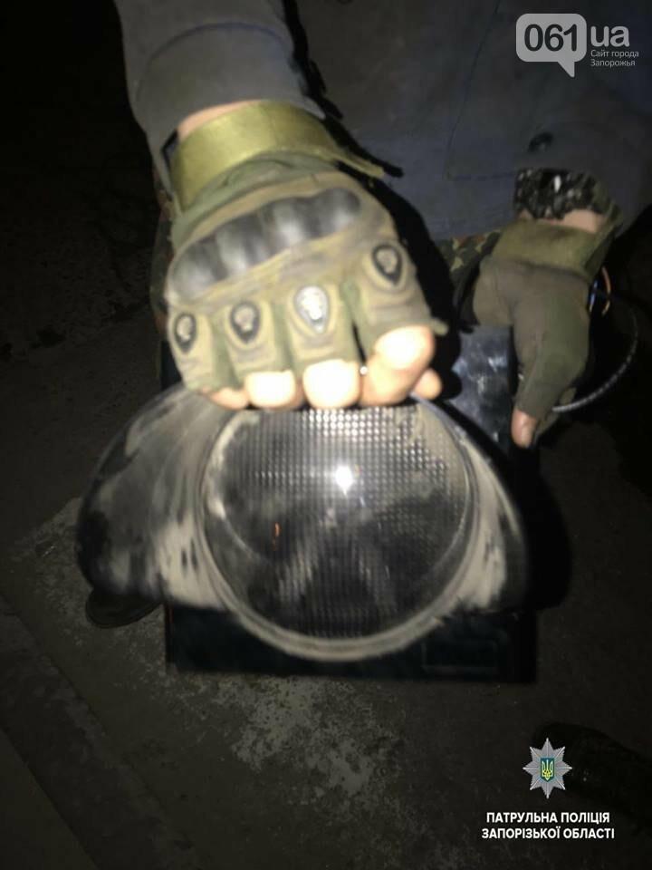 В Запорожье парни пытались украсть секцию светофора, - ФОТО, фото-2