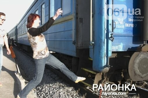 В Запорожской области из-за отсутствия платформы пассажиры падают с поездов, - ФОТО, фото-3